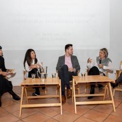 Sodelujoči na okrogli mizi, predstavniki podjetij so spregovorili o prednostih, izzivih in njihovih dobrih praksah