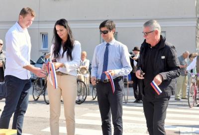 Slavnostni prerez traku ob otvoritvi P+R Borovnica. Foto Špela Bizjak