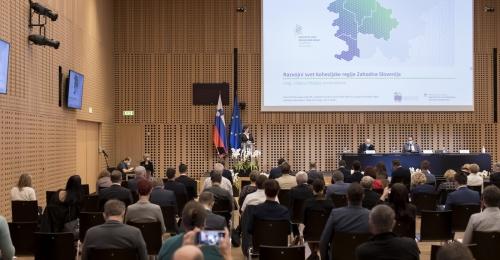 Vlada predstavila ukrepe, ki bodo vsaj delno ublažili izjemno nesorazmerno razdelitev evropskih sredstev med vzhodno in zahodno Slovenijo