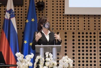 Posvet: Vpliv večletnega finančnega okvira 2021–2027 na KRZS. Predstavitev predsednice Razvojnega sveta KRZS mag. Lilijane Madjar. Foto: Aleš Rosa