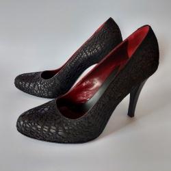 Franciska: ženski čevlji z ročno izdelano čipko